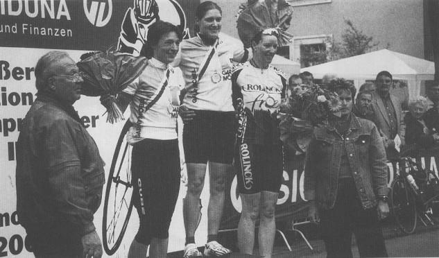 Am 14. Juni 2001 wurde Yvonne Schröder in Dortmund-Hombruch zum 2. Mal Landesmeisterin von NRW im Einer-Straßenfahren. Den 2. Platz belegte ihre Vereinskollegin Andrea Hannemann.