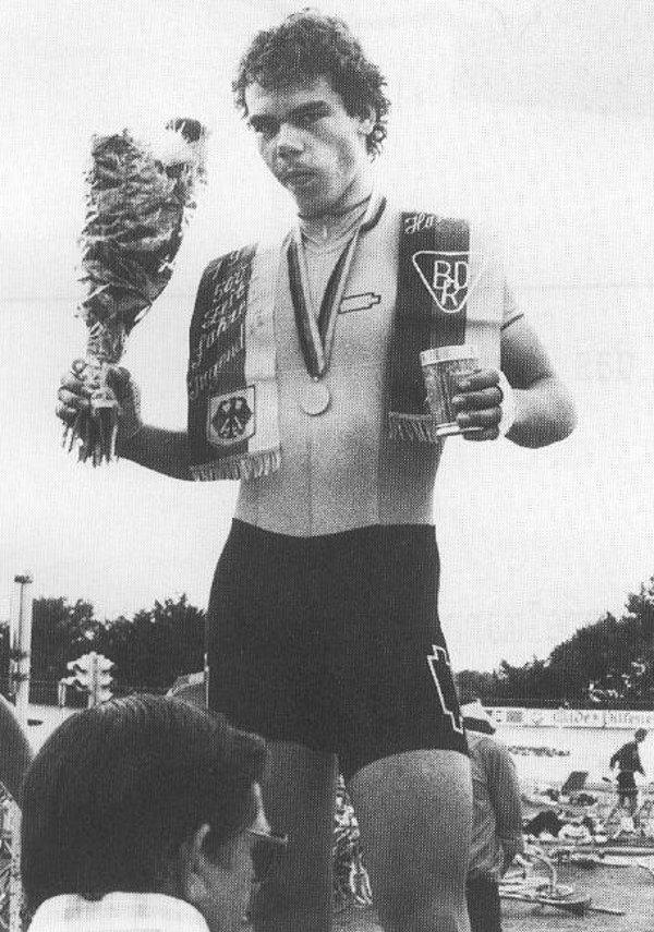 Robby Berg (RSV Wittekind Herford) – Er wurde am 31.7.1981 Deutscher Jugendmeister im 500m Zeitfahren auf der Radrennbahn in Hannover.